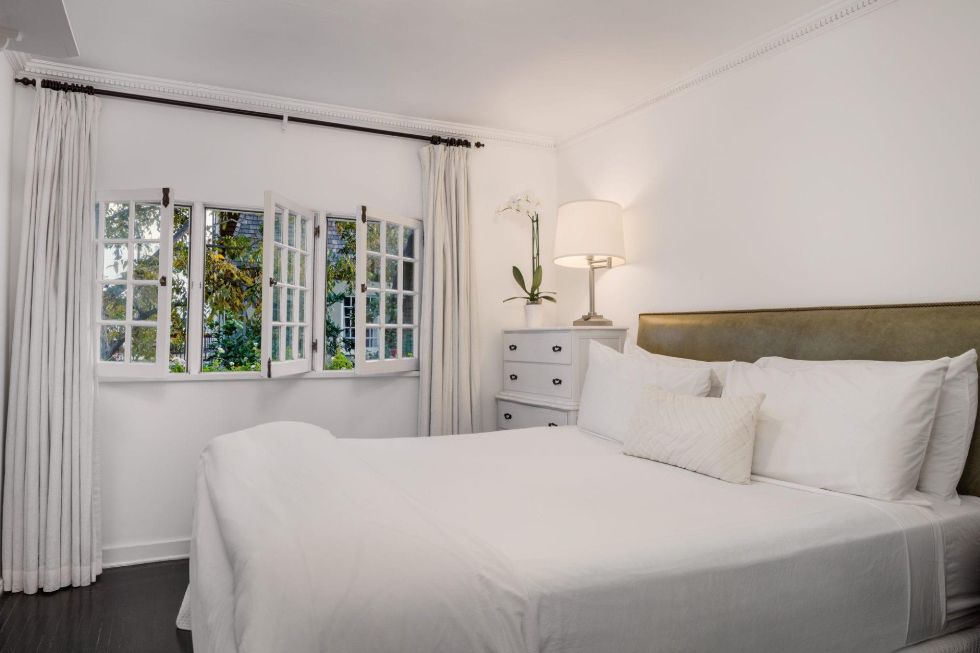 Betty bedroom
